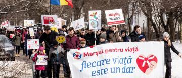 """""""Marşul pentru viaţă"""" în Arhiepiscopia Dunării de Jos"""