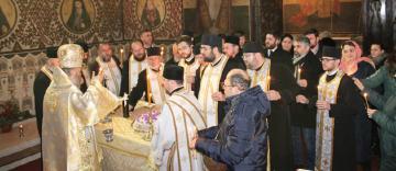 Doi ierarhi ai Bisericii Ortodoxe Române au fost pomeniţi în Catedrala Arhiepiscopală din Galaţi