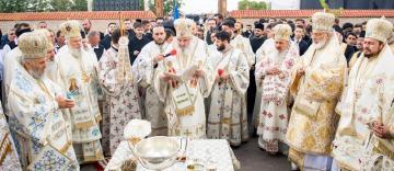 Patriarhul României a resfinţit biserica Mănăstirii Măxineni. Sfântul locaş a primit al doilea hram: Învierea Domnului