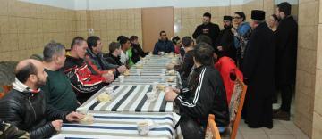 Preoţii din Arhiepiscopia Dunării de Jos sprijină persoanele fără adăpost