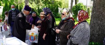 Slujire arhierească şi daruri pentru persoanele cu deficienţă de vedere în Arhiepiscopia Dunării de Jos