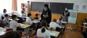 Elevii seminarişti gălăţeni au primit daruri din partea ierarhului Dunării de Jos