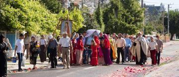 Procesiune cu Icoana Maicii Domnului în localitatea Ivești, județul Galați