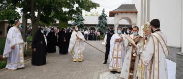 """Înaltpreasfinţitul Părinte Casian a sfinţit biserica Mănăstirii """"Naşterea Maicii Domnului"""" – Cudalbi"""